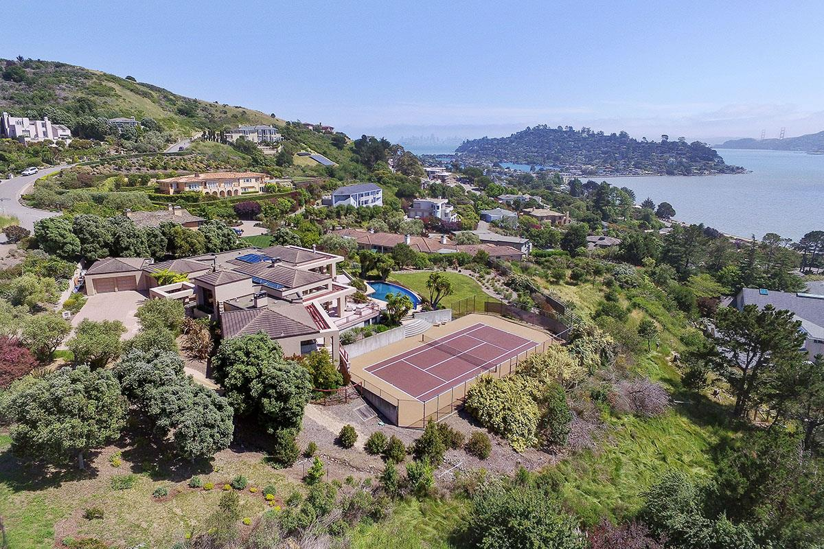 واحد منزل الأسرة للـ Sale في 3 Via Paraiso West 3 Via Paraiso West Tiburon, California 94920 United States