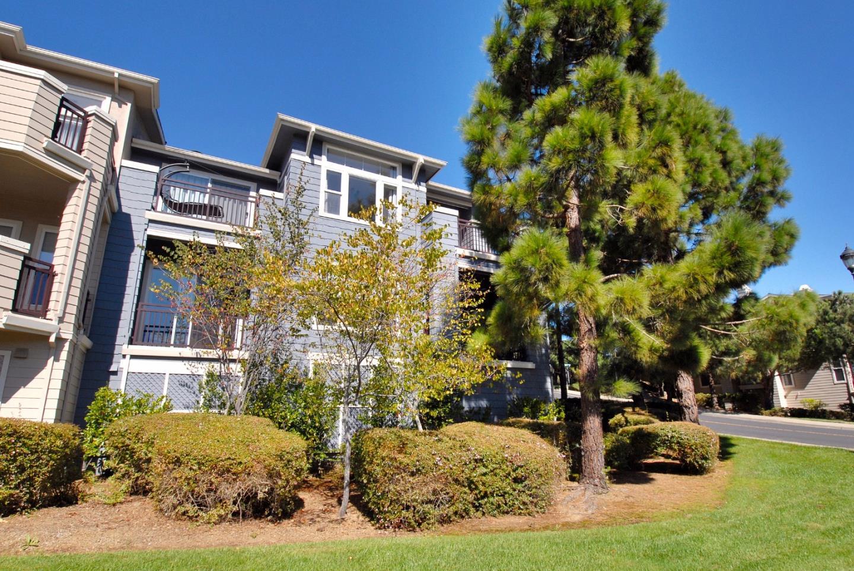 Appartement en copropriété pour l Vente à 211 Warbler Lane 211 Warbler Lane Brisbane, Californie 94005 États-Unis