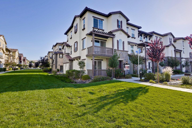 多棟聯建住宅 為 出售 在 1056 Vanilla Walkway 1056 Vanilla Walkway San Jose, 加利福尼亞州 95133 美國