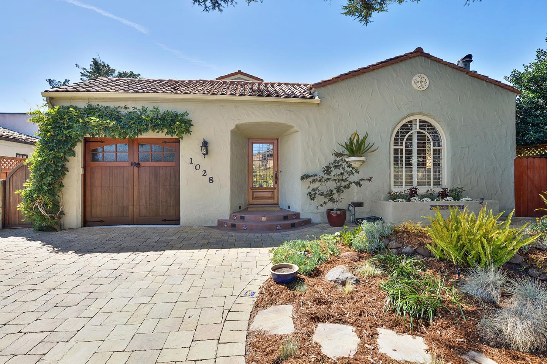 Частный односемейный дом для того Продажа на 1028 Rosewood Avenue 1028 Rosewood Avenue San Carlos, Калифорния 94070 Соединенные Штаты