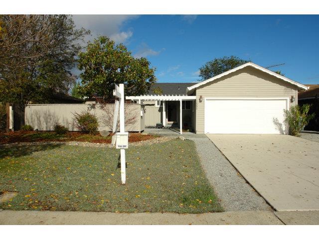 獨棟家庭住宅 為 出租 在 10880 W Estates Drive 10880 W Estates Drive Cupertino, 加利福尼亞州 95014 美國