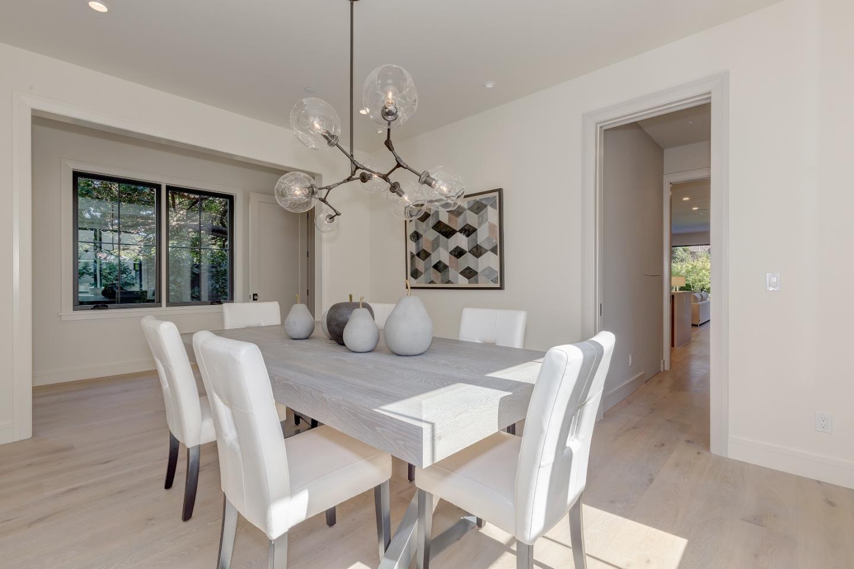 獨棟家庭住宅 為 出售 在 555 Chaucer Street 555 Chaucer Street Palo Alto, 加利福尼亞州 94301 美國