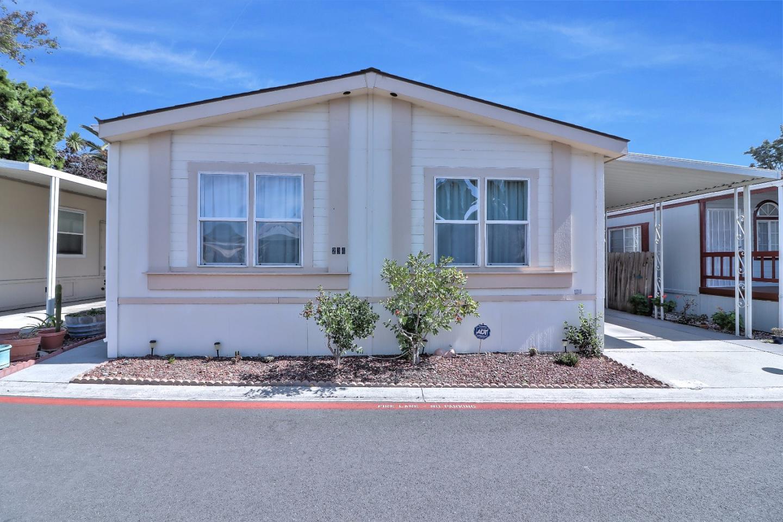 Частный односемейный дом для того Продажа на 2052 Gold Street 2052 Gold Street Alviso, Калифорния 95002 Соединенные Штаты
