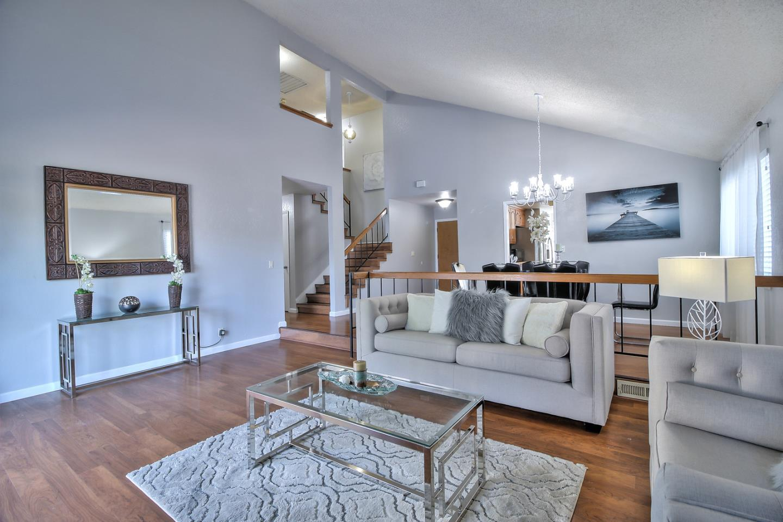 واحد منزل الأسرة للـ Sale في 905 Decoto Court 905 Decoto Court Milpitas, California 95035 United States