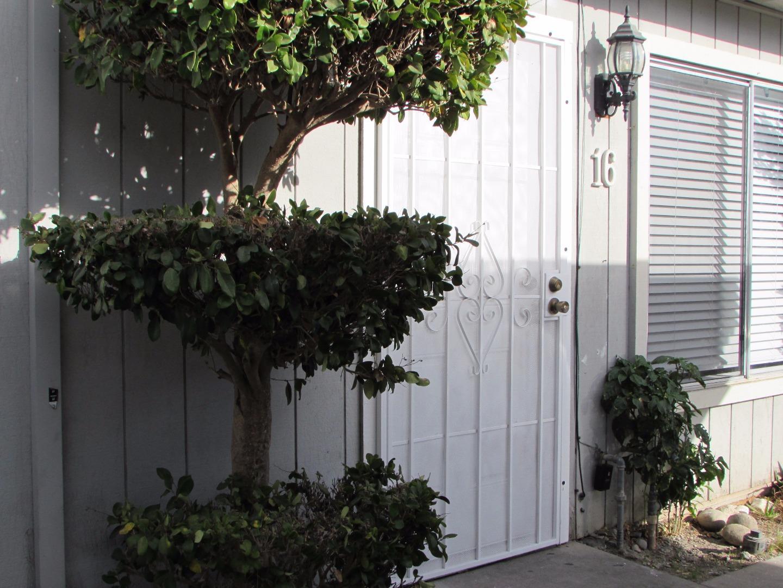 Casa unifamiliar adosada (Townhouse) por un Venta en 805 South Street 805 South Street Hollister, California 95023 Estados Unidos