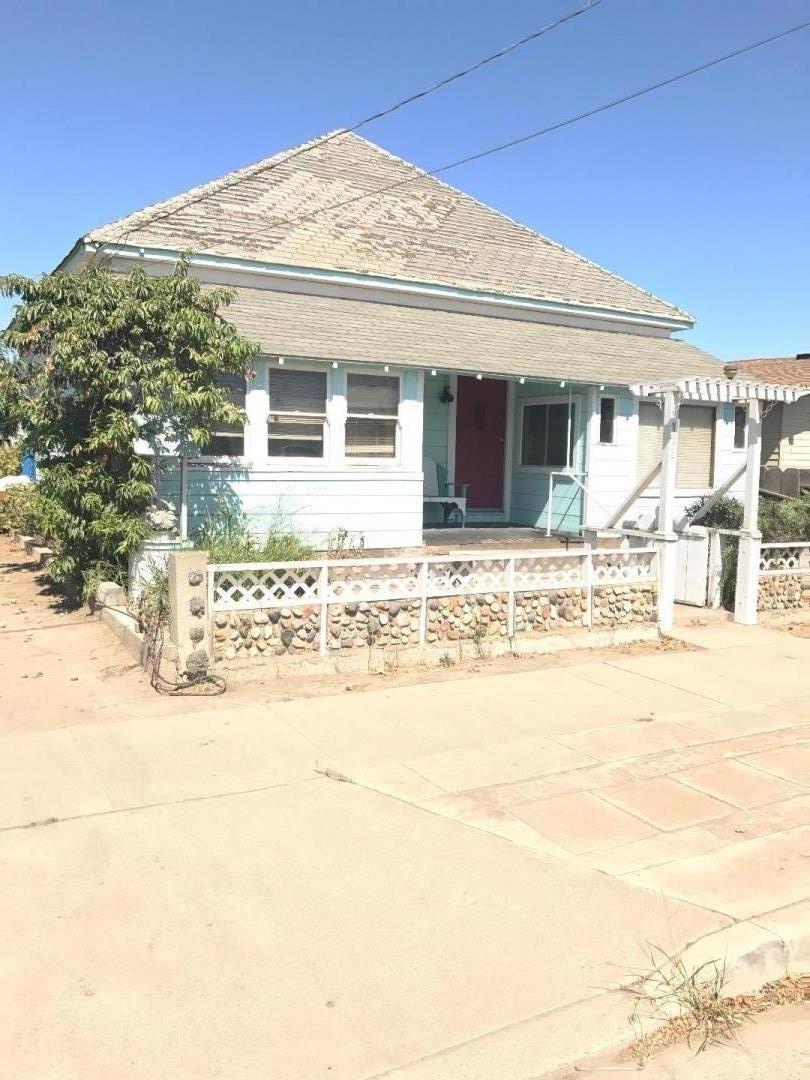 Частный односемейный дом для того Продажа на 139 3rd Street 139 3rd Street Gonzales, Калифорния 93926 Соединенные Штаты