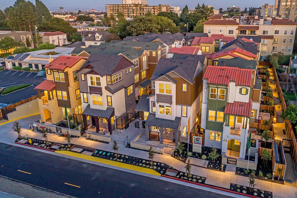 Appartement en copropriété pour l Vente à 100 Tilton Avenue 100 Tilton Avenue San Mateo, Californie 94401 États-Unis