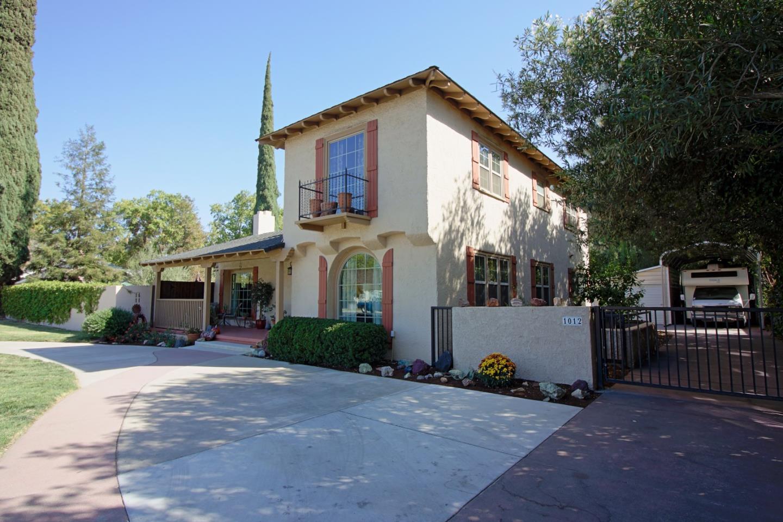 獨棟家庭住宅 為 出售 在 1012 College Avenue 1012 College Avenue Modesto, 加利福尼亞州 95350 美國