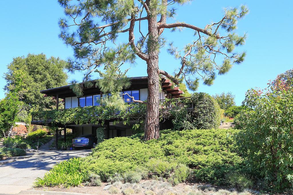 واحد منزل الأسرة للـ Sale في 883 Lathrop Drive 883 Lathrop Drive Stanford, California 94305 United States