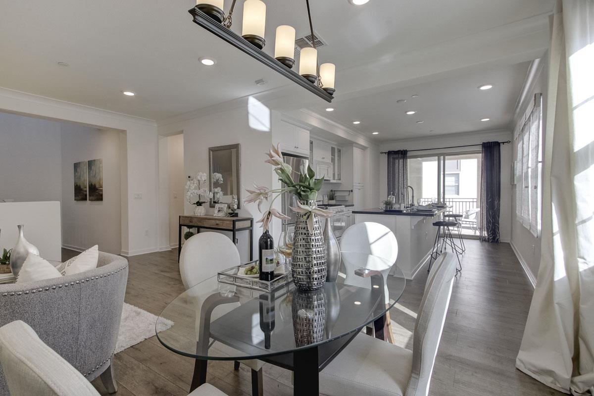 Condominio por un Venta en 1051 Bigleaf Place 1051 Bigleaf Place San Jose, California 95131 Estados Unidos