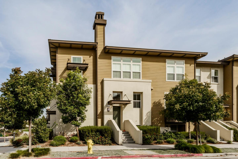 Maison accolée pour l Vente à 2879 Baze Road 2879 Baze Road San Mateo, Californie 94403 États-Unis