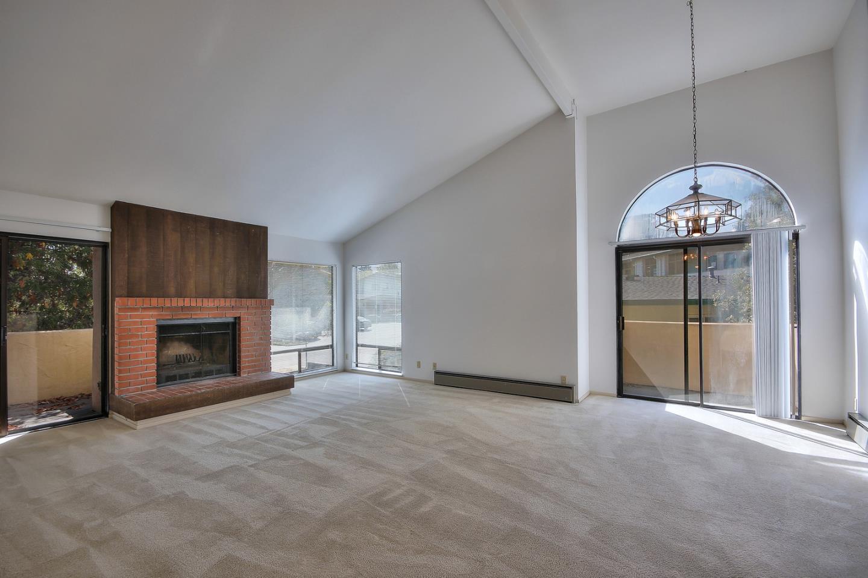 شقة بعمارة للـ Sale في 7 Via Joaquin 7 Via Joaquin Monterey, California 93940 United States