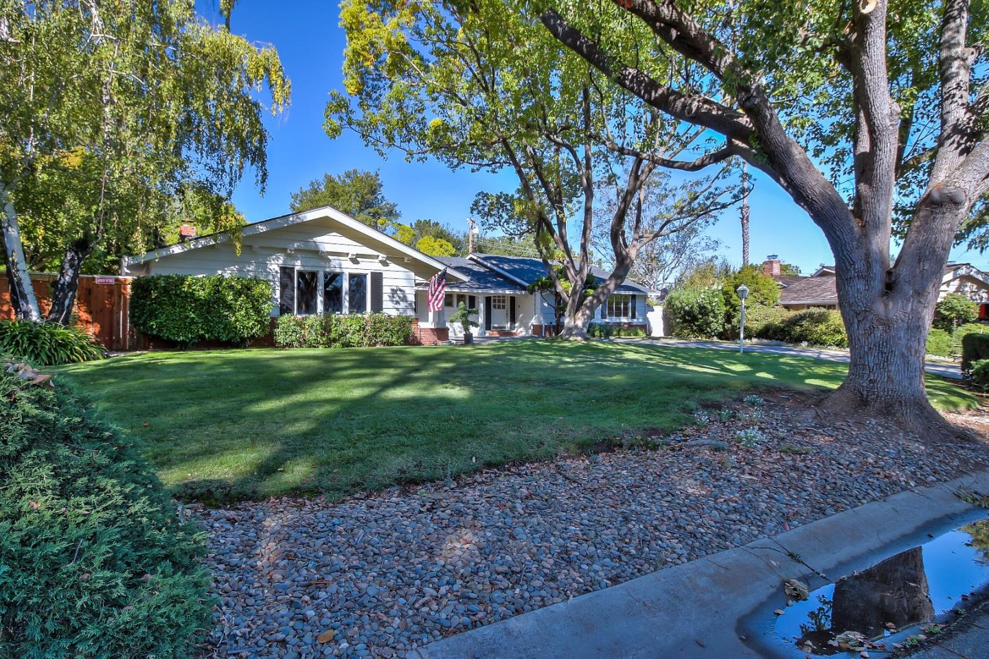 Single Family Home for Sale at 815 Orchid Place 815 Orchid Place Los Altos, California 94024 United States