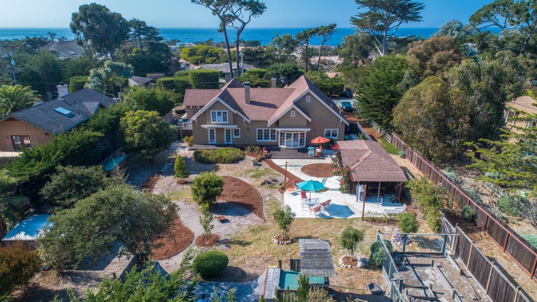Частный односемейный дом для того Продажа на 415 Asilomar Boulevard 415 Asilomar Boulevard Pacific Grove, Калифорния 93950 Соединенные Штаты