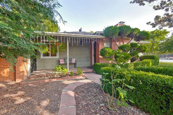 Maison unifamiliale pour l Vente à 587 Sunnymount Avenue 587 Sunnymount Avenue Sunnyvale, Californie 94087 États-Unis