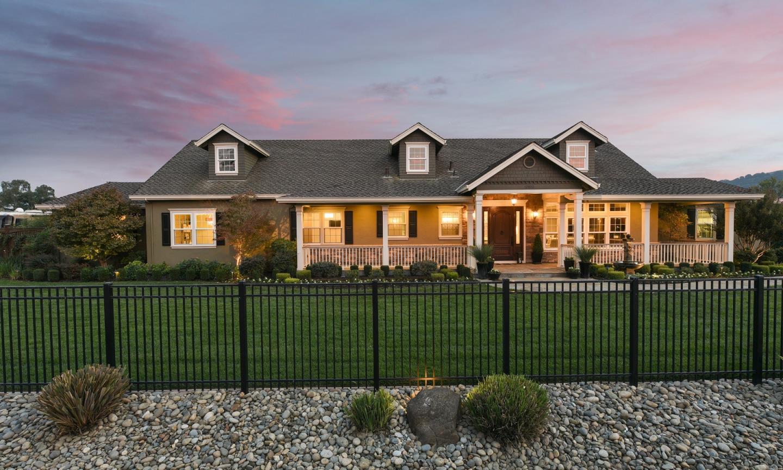 Maison unifamiliale pour l Vente à 12820 Stevens Court 12820 Stevens Court San Martin, Californie 95046 États-Unis