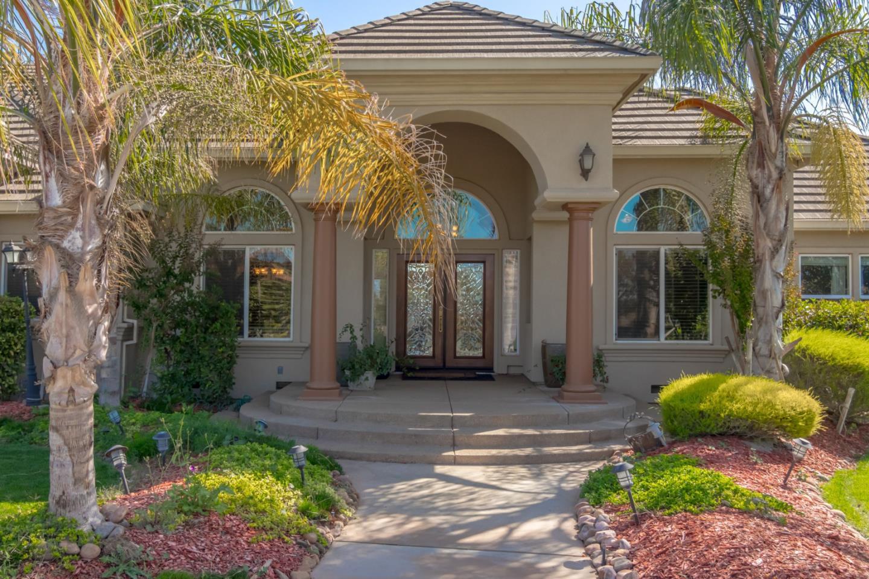 獨棟家庭住宅 為 出售 在 9824 E Waterloo 9824 E Waterloo Stockton, 加利福尼亞州 95215 美國