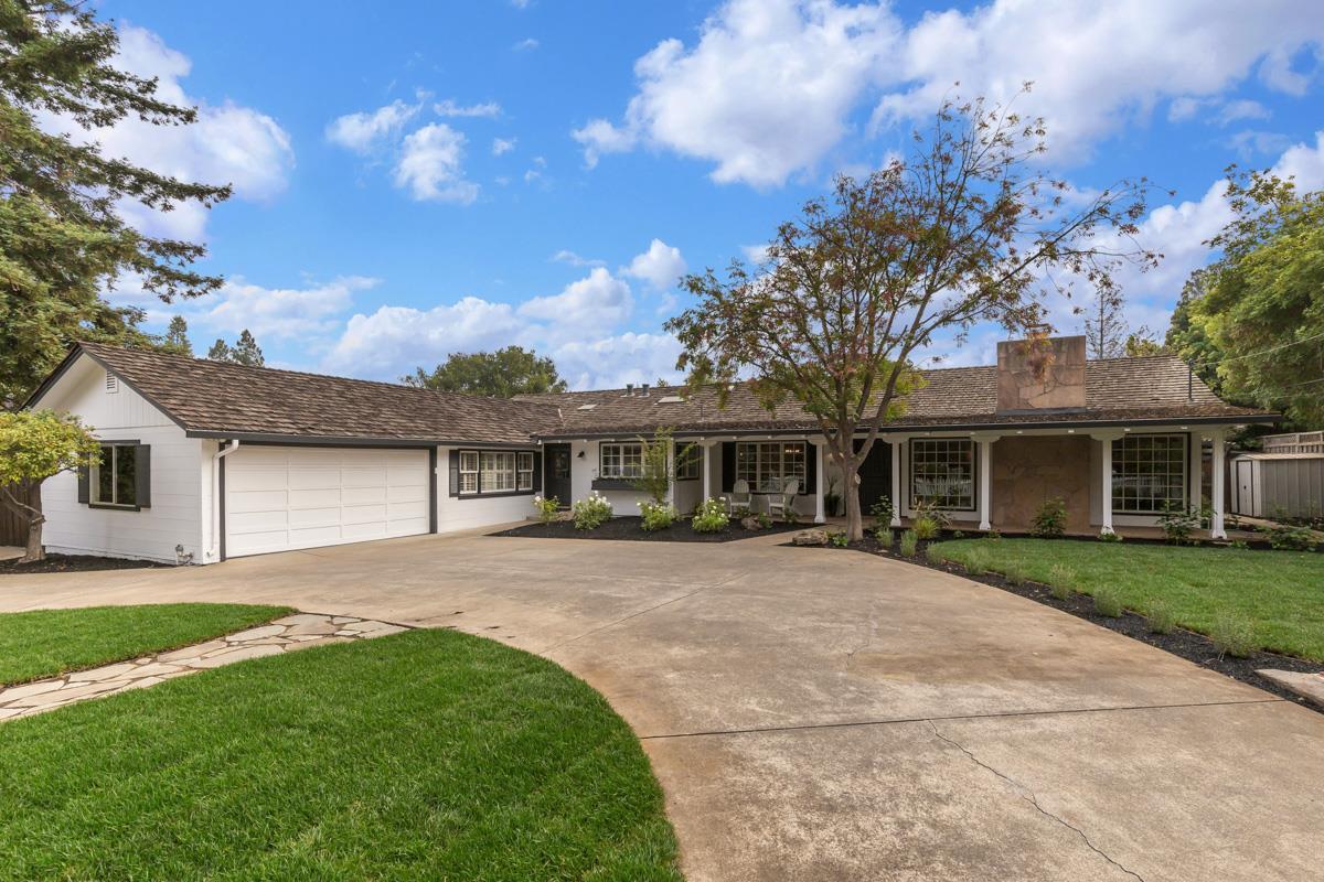 Частный односемейный дом для того Продажа на 829 Santa Rita Avenue 829 Santa Rita Avenue Los Altos, Калифорния 94022 Соединенные Штаты