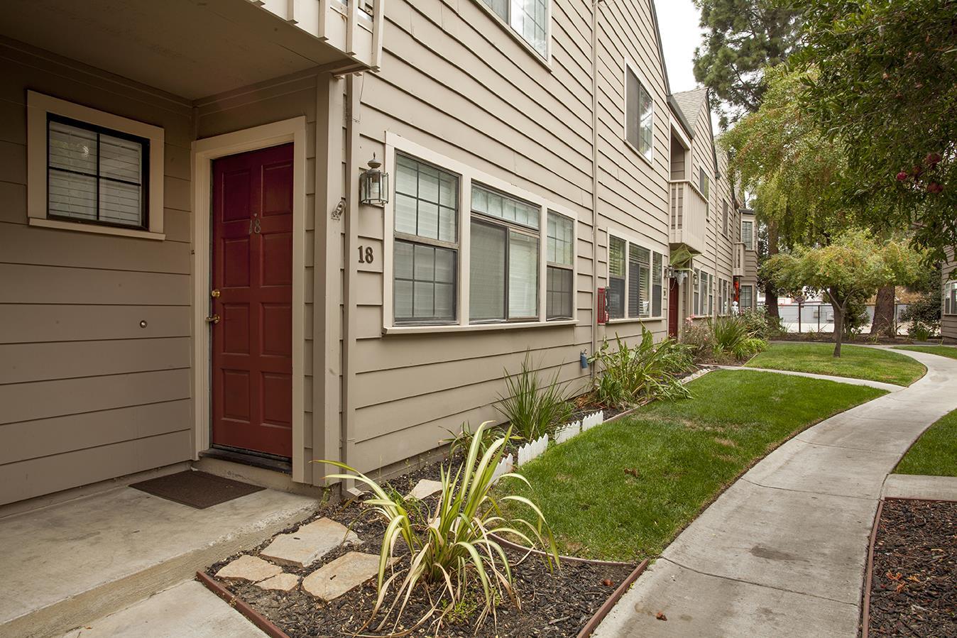 Casa unifamiliar adosada (Townhouse) por un Venta en 160 Gibson Drive 160 Gibson Drive Hollister, California 95023 Estados Unidos