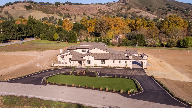 واحد منزل الأسرة للـ Sale في 12260 Heritage Way 12260 Heritage Way Gilroy, California 95020 United States