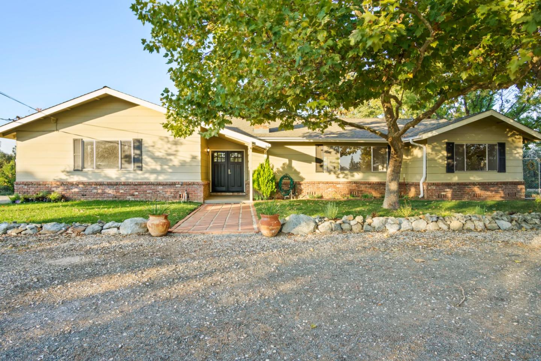 Maison unifamiliale pour l Vente à 10804 Yuba Crest Drive 10804 Yuba Crest Drive Nevada City, Californie 95959 États-Unis
