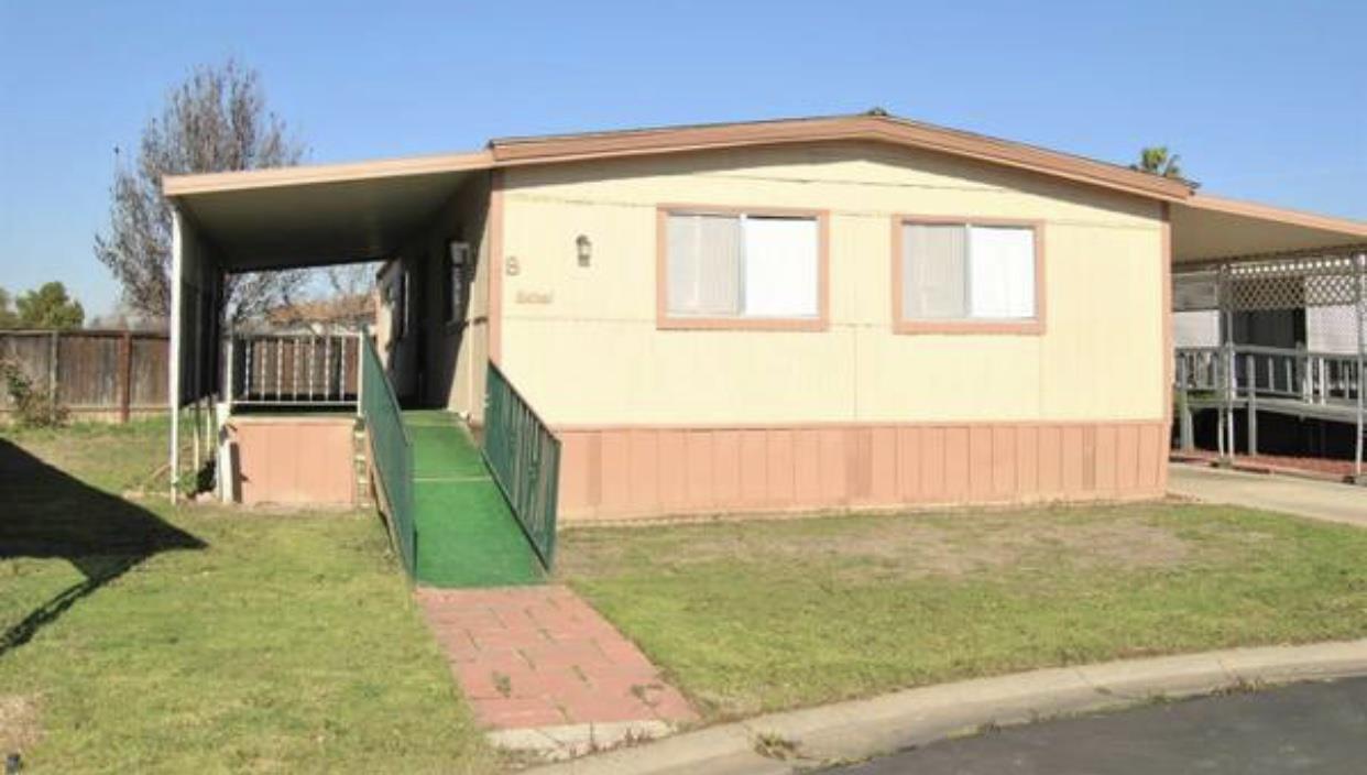 Частный односемейный дом для того Продажа на 1218 E Cleveland Avenue 1218 E Cleveland Avenue Madera, Калифорния 93638 Соединенные Штаты