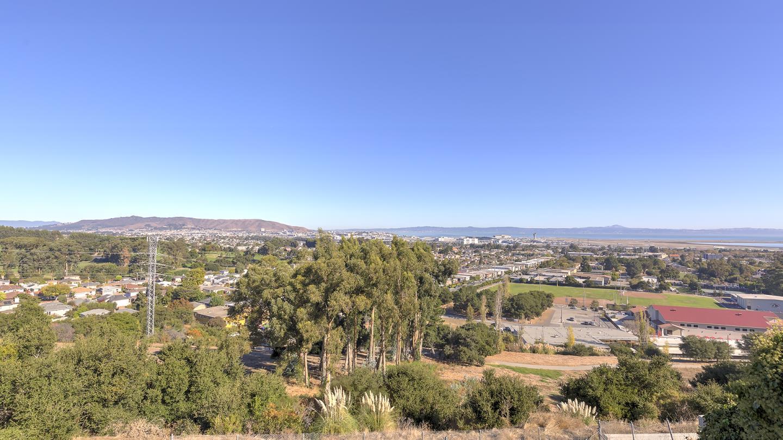 Maison unifamiliale pour l Vente à 716 Berkshire Drive 716 Berkshire Drive Millbrae, Californie 94030 États-Unis