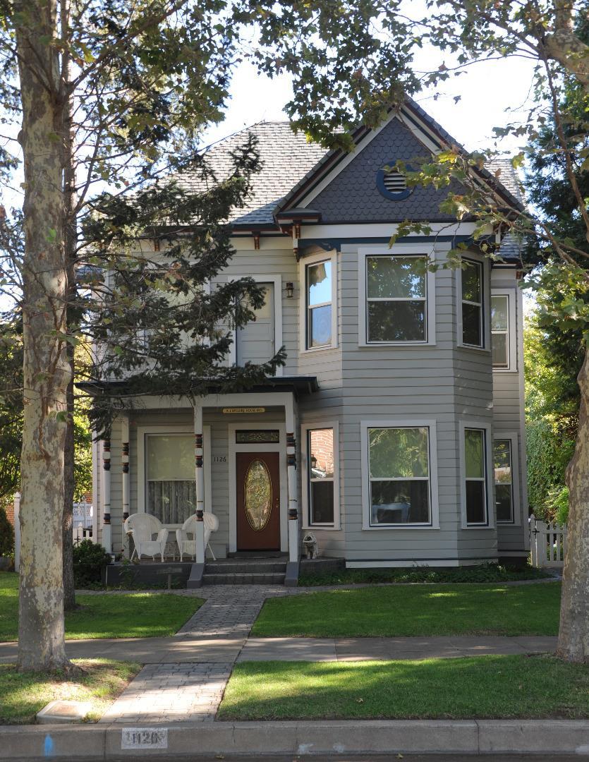 獨棟家庭住宅 為 出售 在 1126 Jefferson Street 1126 Jefferson Street Red Bluff, 加利福尼亞州 96080 美國