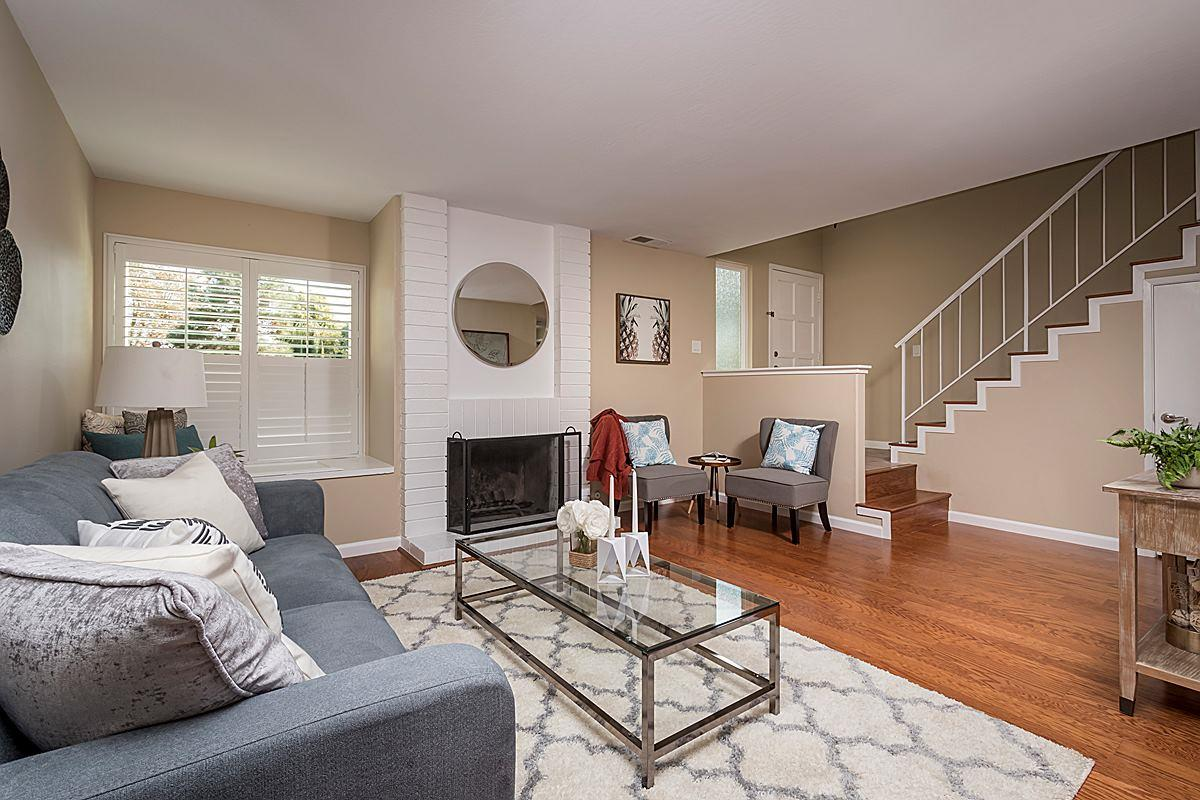 Maison accolée pour l Vente à 1042 Gull Avenue 1042 Gull Avenue Foster City, Californie 94404 États-Unis
