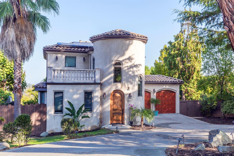 獨棟家庭住宅 為 出售 在 658 Oak Park Way 658 Oak Park Way Redwood City, 加利福尼亞州 94062 美國