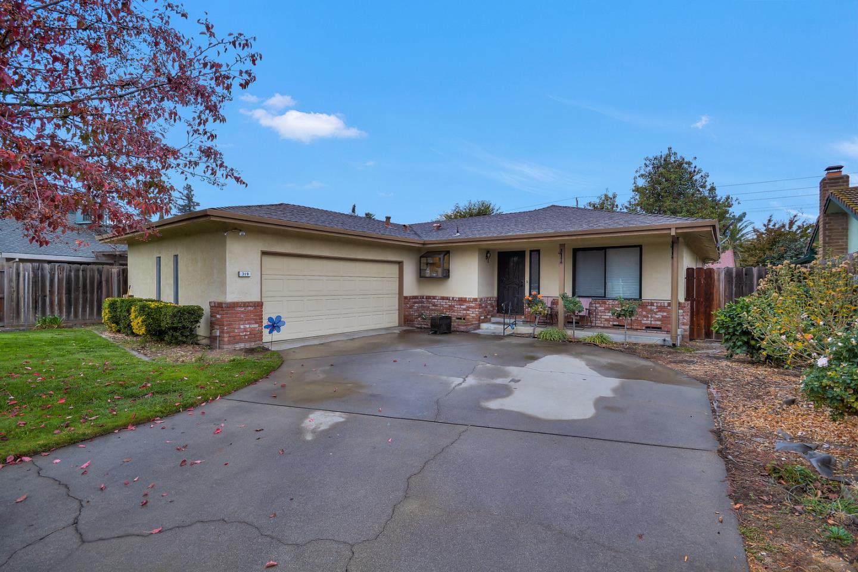 واحد منزل الأسرة للـ Sale في 319 Whitney Street 319 Whitney Street Lodi, California 95242 United States