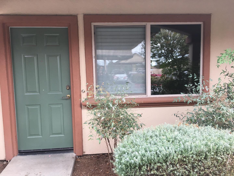 コンドミニアム のために 売買 アット 709 Garner Avenue 709 Garner Avenue Salinas, カリフォルニア 93905 アメリカ合衆国
