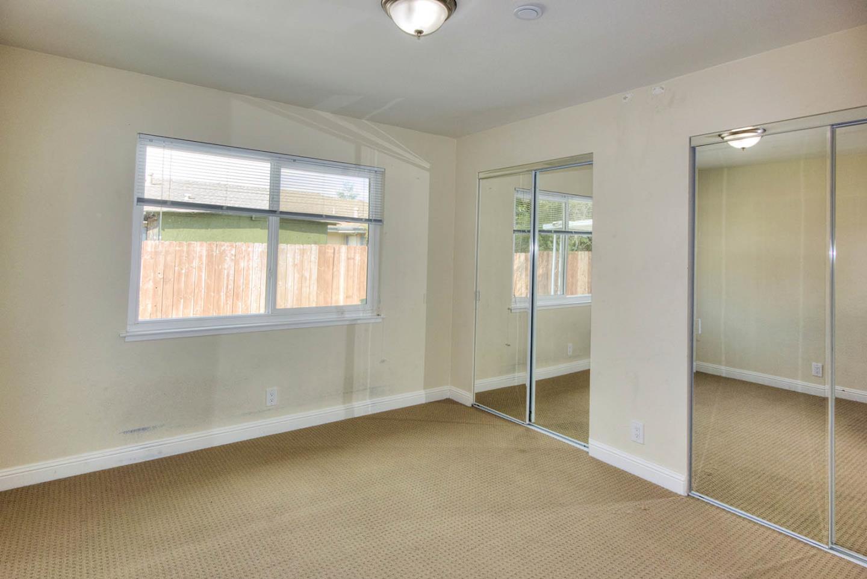 獨棟家庭住宅 為 出售 在 740 SCHEMBRI Lane 740 SCHEMBRI Lane East Palo Alto, 加利福尼亞州 94303 美國