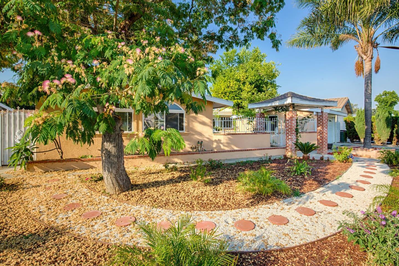 Частный односемейный дом для того Продажа на 1138 E Cedarbrook Street 1138 E Cedarbrook Street West Covina, Калифорния 91790 Соединенные Штаты