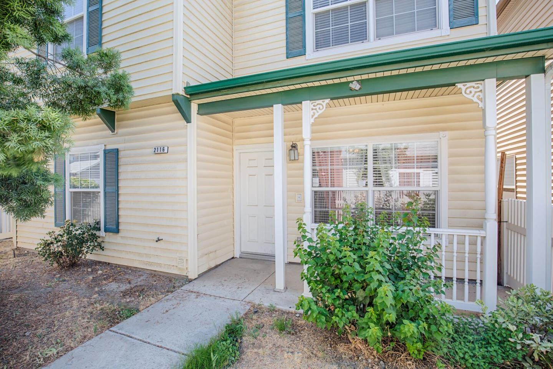 Maison unifamiliale pour l Vente à 2116 Mcconnel 2116 Mcconnel Bakersfield, Californie 93301 États-Unis