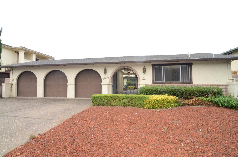 Maison avec plusieurs logements pour l Vente à 10353 Alpine Drive 10353 Alpine Drive Cupertino, Californie 95014 États-Unis