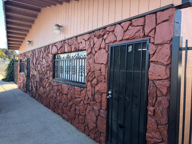 Коммерческий для того Продажа на 1040 State Street 1040 State Street Soledad, Калифорния 93960 Соединенные Штаты