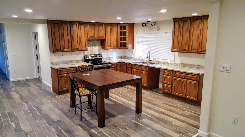 واحد منزل الأسرة للـ Sale في 11681 Yankee Hill Road 11681 Yankee Hill Road Columbia, California 95310 United States