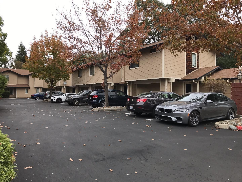 Casa Multifamiliar por un Venta en 9163 Elk Grove Boulevard 9163 Elk Grove Boulevard Elk Grove, California 95624 Estados Unidos