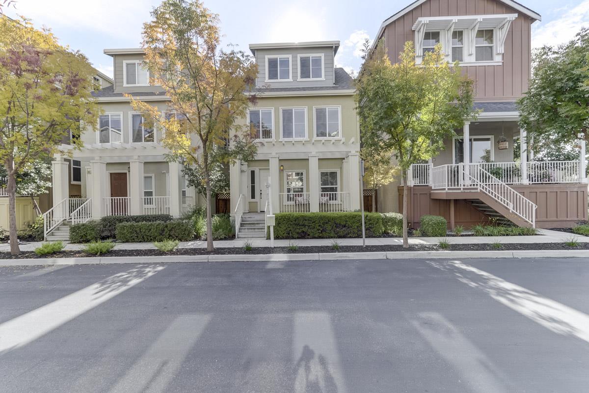 Частный односемейный дом для того Продажа на 144 Iris Drive 144 Iris Drive Mountain View, Калифорния 94041 Соединенные Штаты