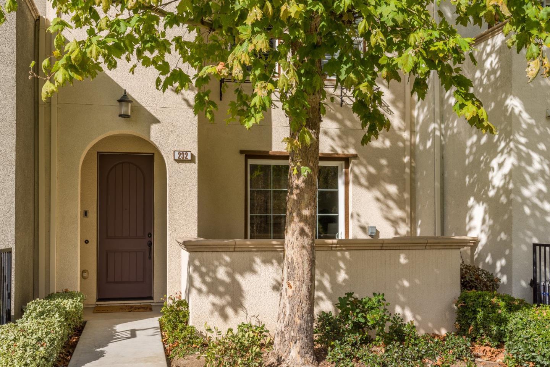 Таунхаус для того Продажа на 232 O'keefe Way 232 O'keefe Way Mountain View, Калифорния 94041 Соединенные Штаты