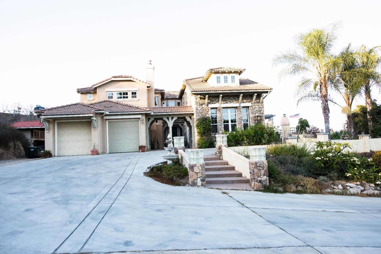 Частный односемейный дом для того Продажа на 315 Highland Oaks Lane 315 Highland Oaks Lane Fallbrook, Калифорния 92028 Соединенные Штаты