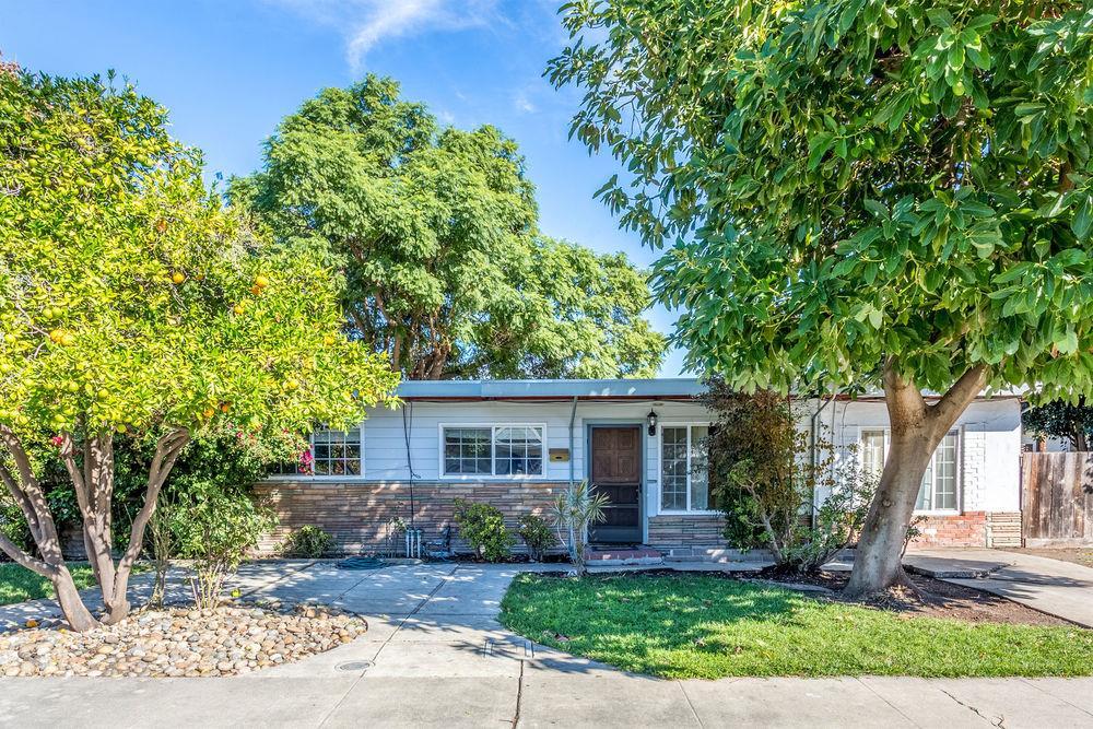 Частный односемейный дом для того Продажа на 801 Emily Drive 801 Emily Drive Mountain View, Калифорния 94043 Соединенные Штаты