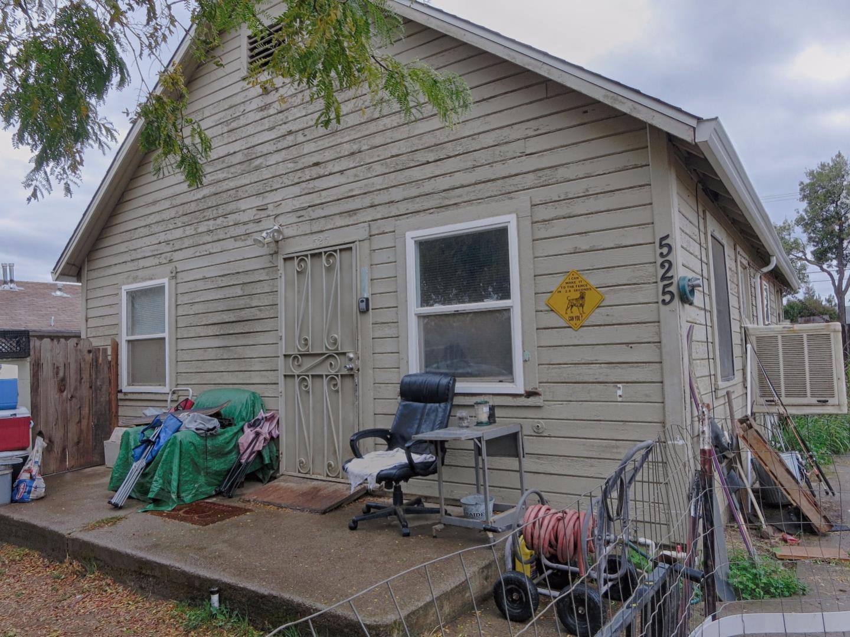 واحد منزل الأسرة للـ Sale في 525 E Street 525 E Street Waterford, California 95386 United States