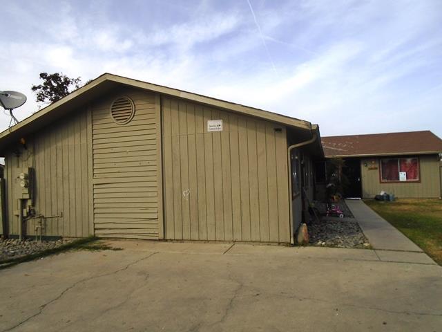 二世帯住宅 のために 売買 アット 426 E Cameron Street 426 E Cameron Street Hanford, カリフォルニア 93230 アメリカ合衆国