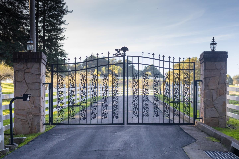 Частный односемейный дом для того Продажа на 120 Hazel Dell Heights 120 Hazel Dell Heights Watsonville, Калифорния 95076 Соединенные Штаты