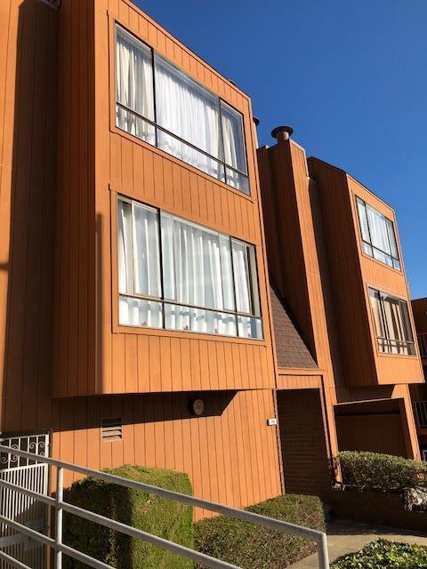 Appartement en copropriété pour l Vente à 291 County Street 291 County Street Daly City, Californie 94014 États-Unis