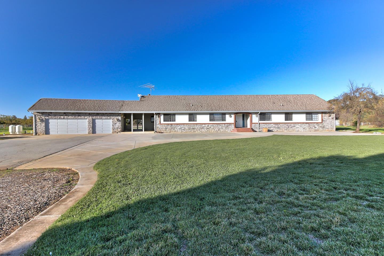 واحد منزل الأسرة للـ Sale في 1025 Rucker Avenue 1025 Rucker Avenue Gilroy, California 95020 United States