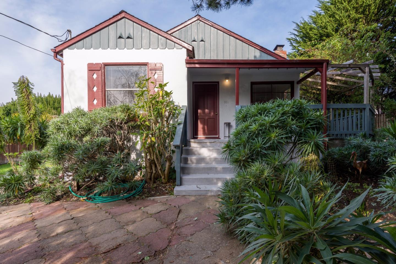 واحد منزل الأسرة للـ Sale في 331 Paloma Avenue 331 Paloma Avenue El Granada, California 94019 United States