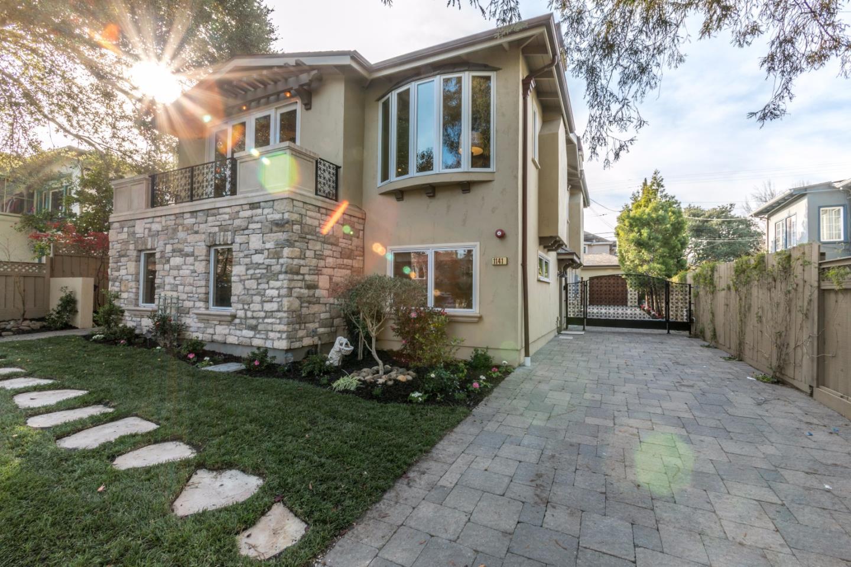 Maison unifamiliale pour l Vente à 1141 Bernal Avenue 1141 Bernal Avenue Burlingame, Californie 94010 États-Unis